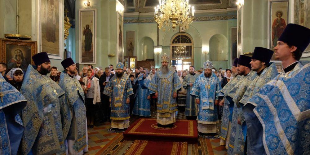 Архиепископ Матфей принял участие в праздновании престольного праздника Покровского собора Астрахани