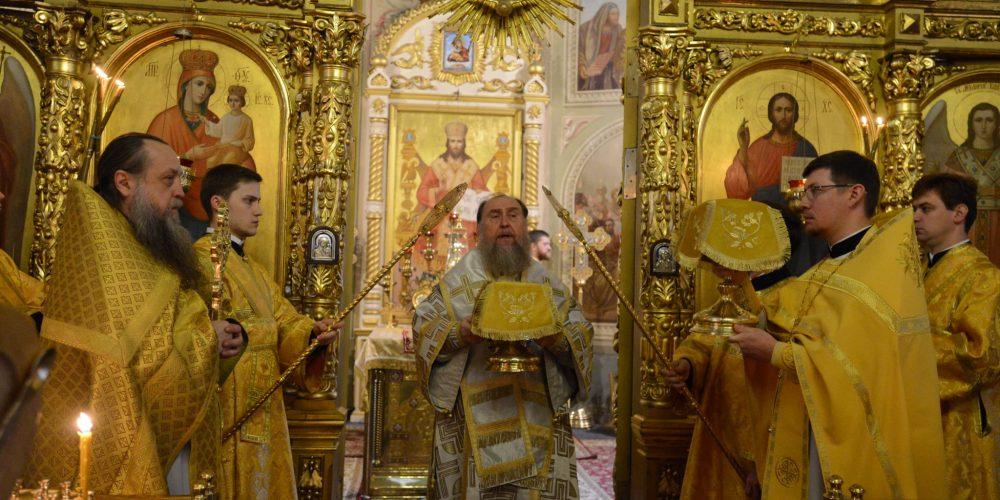 В день памяти святых отцев VII Вселенского собора Глава Православной Церкви Казахстана совершил Литургию в московском Представительстве Митрополичьего округа