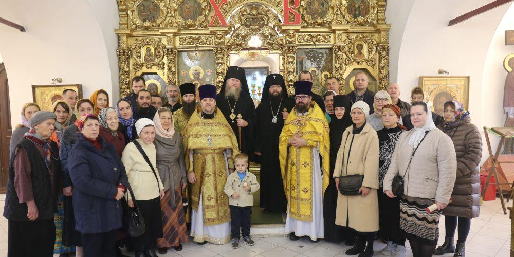 Архиепископ Анадырский и Чукотский Ипатий совершил Литургию в храме Живоначальной Троицы в Свиблово
