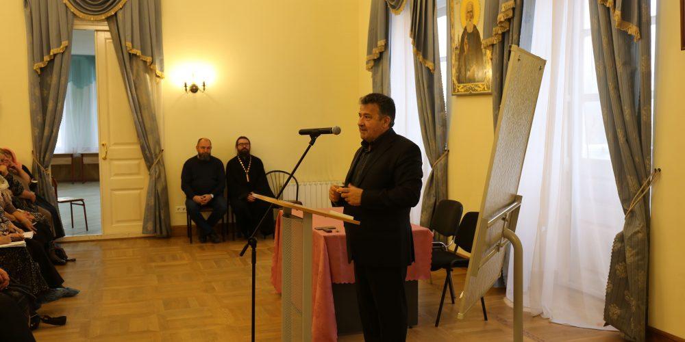 В храме Живоначальной Троицы в Свиблово прошла лекция В.Д. Ирзабекова о Церковнославянском языке