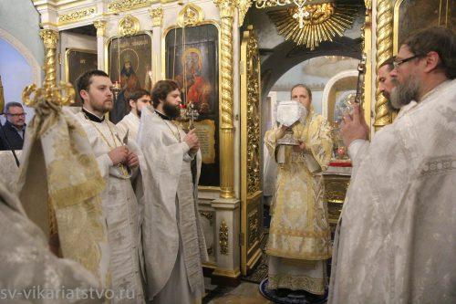 Божественная литургия в Леонове