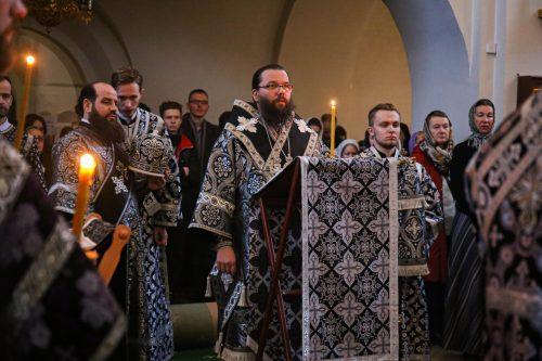 Архиепископ Егорьевский Матфей совершил вечернее богослужение в храме прп. Серафима Саровского в Раево
