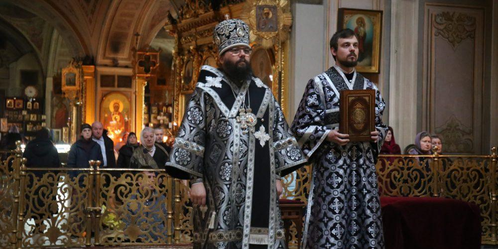 Архиепископ Егорьевский Матфей совершил Литургию Преждеосвященных Даров в Богоявленском кафедральном соборе в Елохове