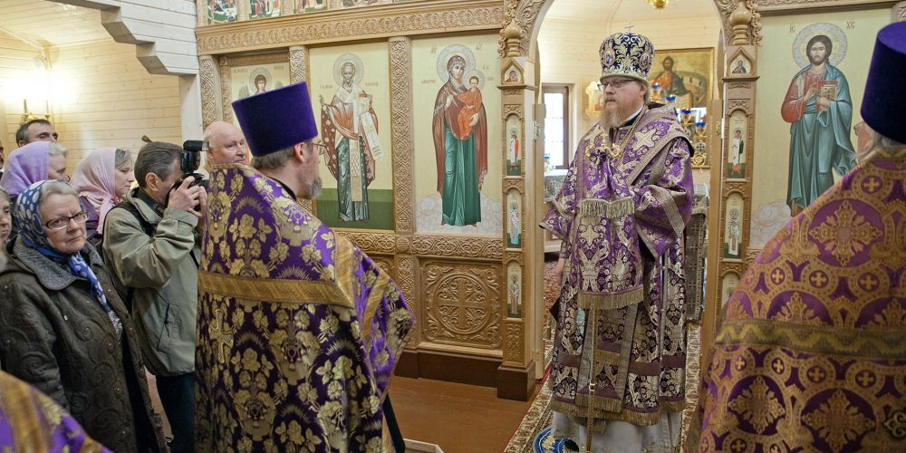 Епископ Подольский Тихон совершил Малое освящение временного храма-часовни