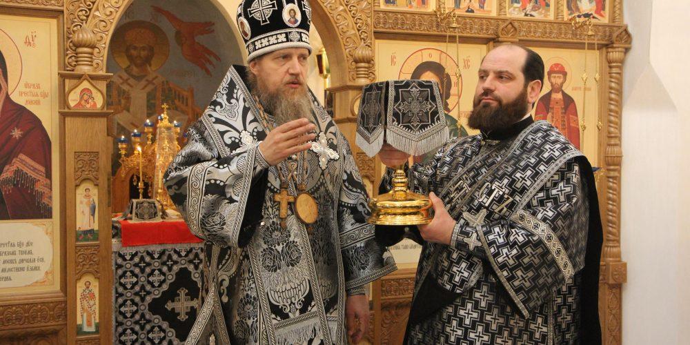 Епископ Домодедовский Иоанн совершил Литургию Преждеосвященных Даров в храме благоверного великого князя Дмитрия Донского в Раеве