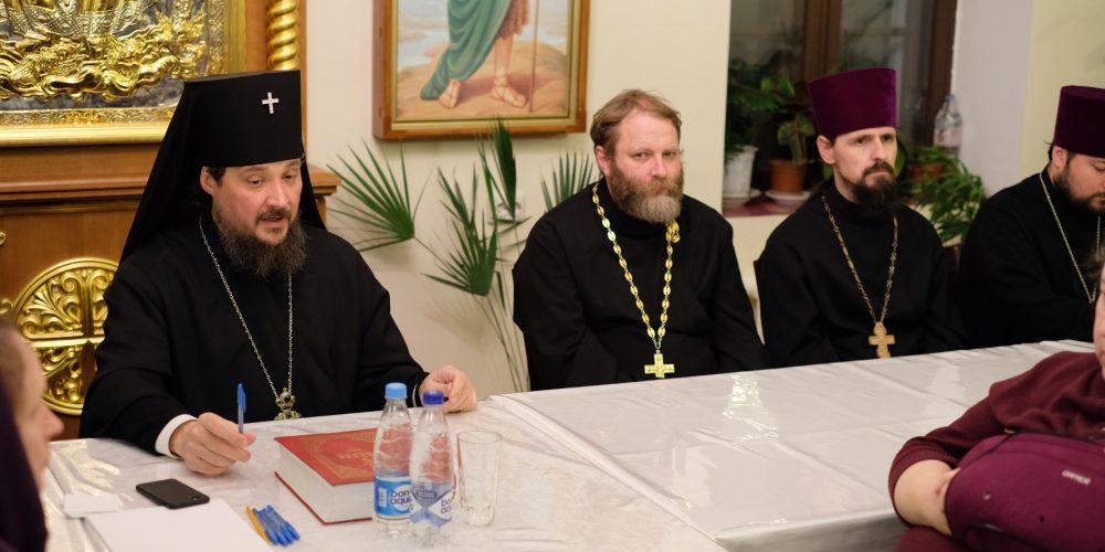 Cобрание с духовенством и сотрудниками храма Живоначальной Троицы в Останкине.