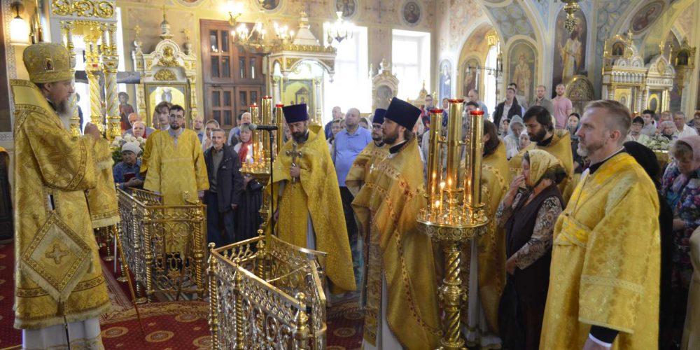 Божественная литургия в храме иконы Божией Матери «Нечаянная Радость» в Марьиной Роще