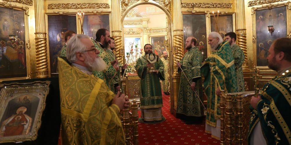 Архиепископ Матфей возглавил престольные торжества храма Живоначальной Троицы на Пятницком кладбище