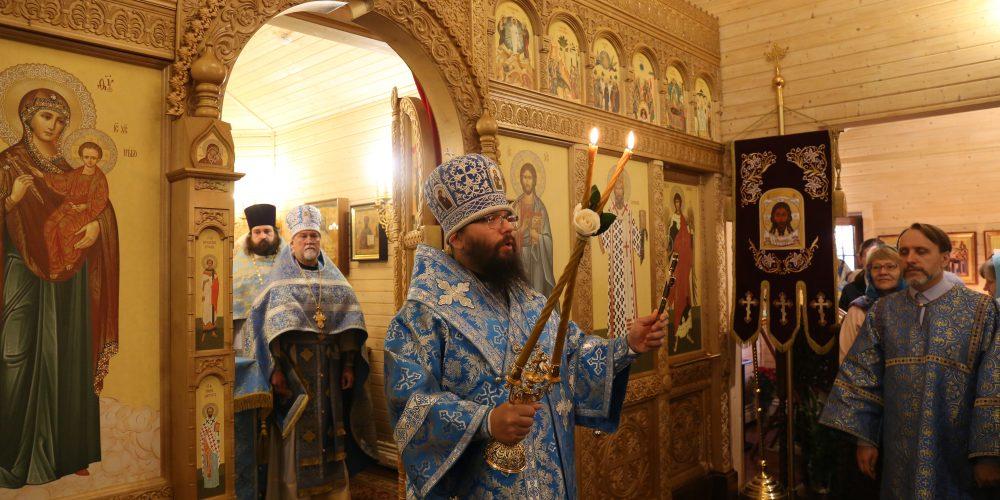 Архиерейское богослужение прошло на приходе Казанской иконы Божией Матери в Лосиноостровской