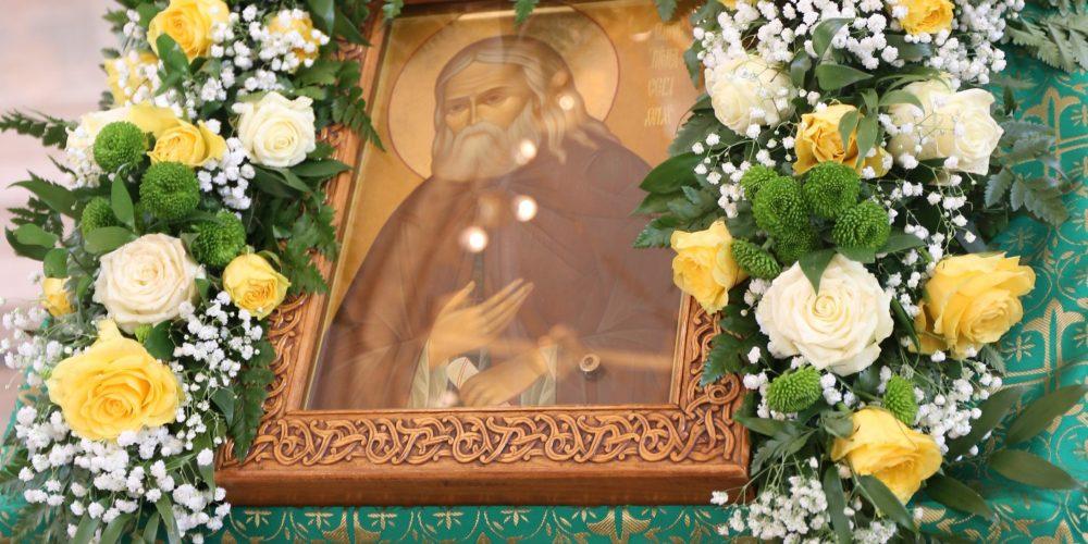Архиепископ Егорьевский Матфей совершил Божественную литургию в храме преподобного Серафима Саровского в Раеве г. Москвы