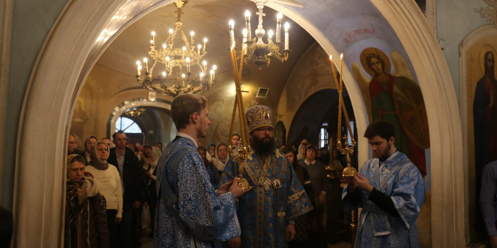 Божественная литургия в храме Положения Ризы Пресвятой Богородицы во Влахерне в Леонове г. Москвы