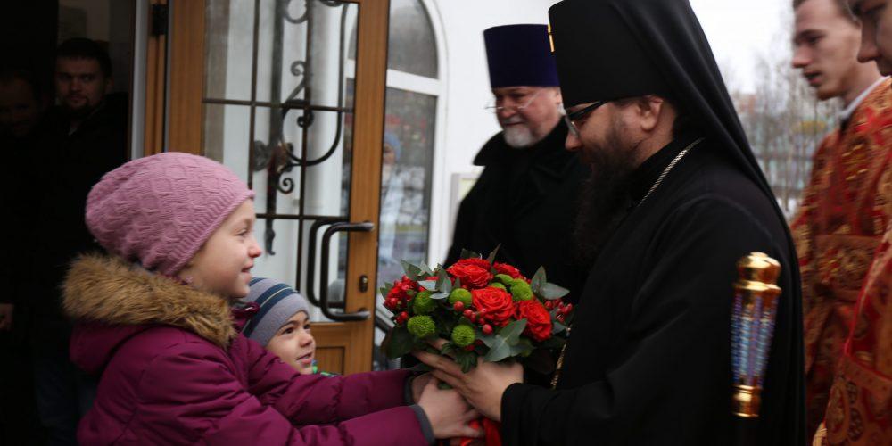 Архиепископ Егорьевский Матфей совершил Божественную литургию в храме иконы Божией Матери «Живоносный Источник» в Бибиреве г. Москвы