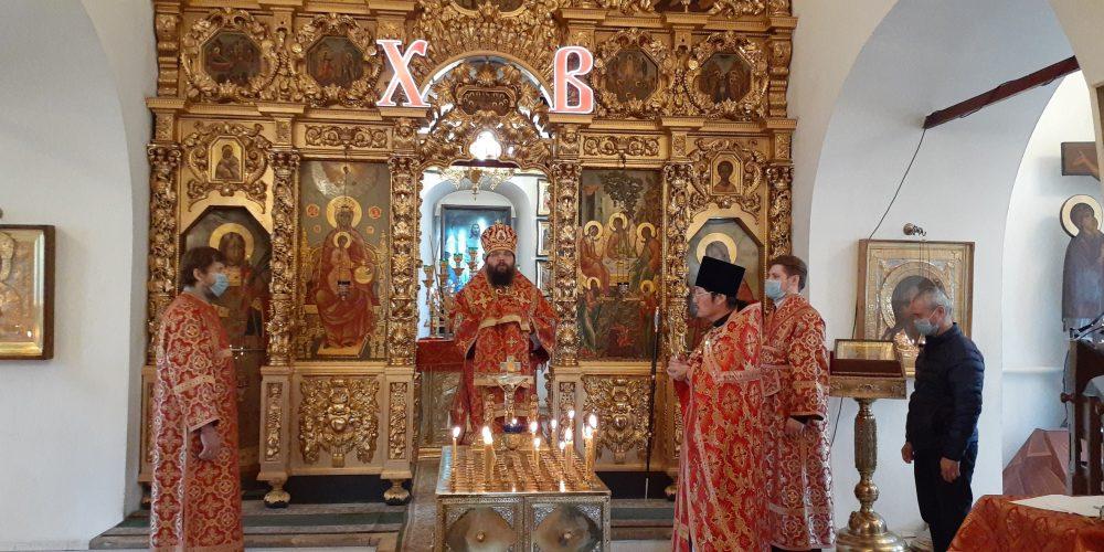 Архиепископ Матфей совершил Божественную литургию и пасхальное поминовение усопших