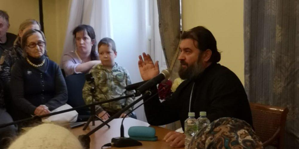 В усадьбе Свиблово прошла встреча с протоиереем Андреем Ткачевым