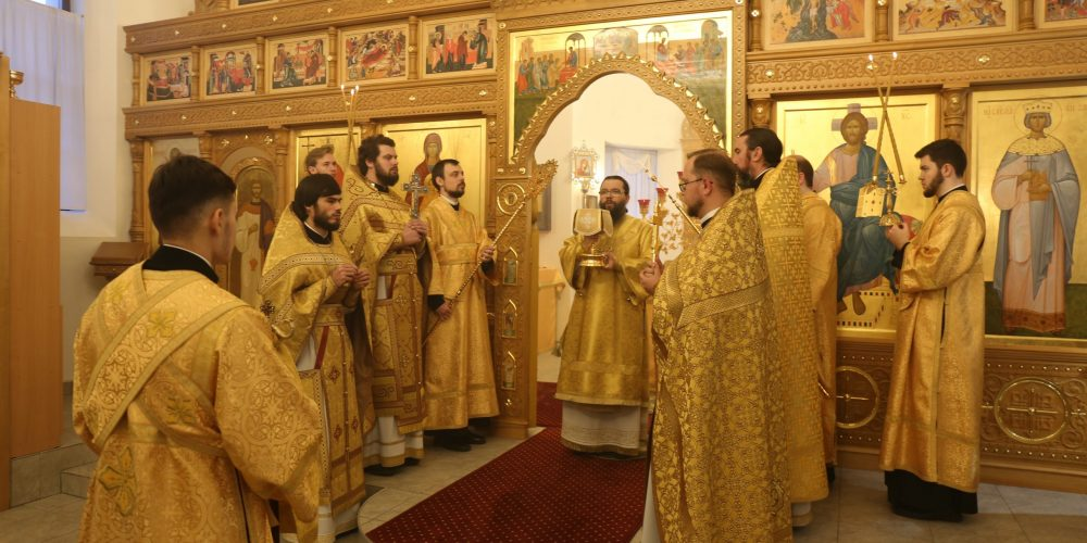 Архиепископ Егорьевский Матфей совершил Божественную литургию в Останкино