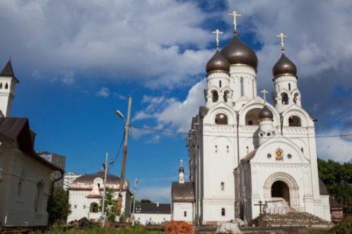 Архиепископ Матфей возглавит вечернее богослужение в храме преп. Серафима Саровского в Раеве