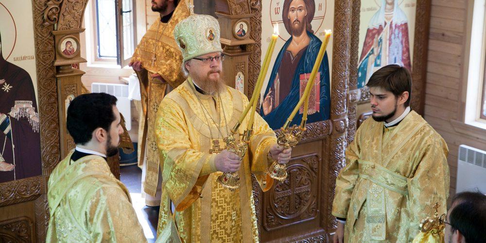 Божественная литургия в строящемся храме в Останкино