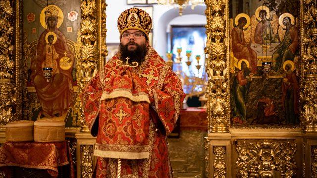 Архиепископ Матфей возглавил Пасхальную литургию в храме Живоначальной Троицы в усадьбе Свиблово