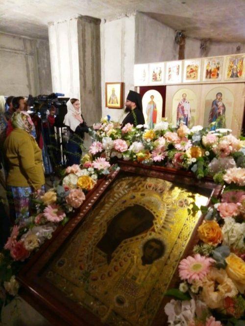 Архиепископ Егорьевский Матфей возглавил Божественную литургию в храме Казанской иконы Божьей Матери в Лосиноостровской