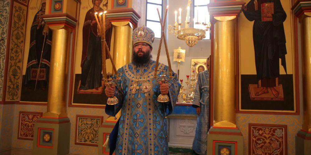 Архиепископ Егорьевский Матфей возглавил Божественную литургию в храме преподобного Серафима Саровского в Раево
