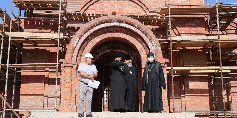Архиепископ Егорьевский Матфей посетил строящийся храм Казанской иконы Божьей Матери в Лосиноостровской
