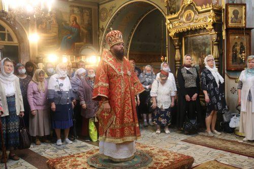 В день престольного праздника Архиепископ Егорьевский Матфей возглавил Божественную литургию в храме святых мучеников Адриана и Наталии в Бабушкине