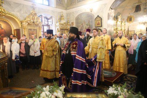 Архиепископ Егорьевский Матфей совершил Божественную литургию в храме Рождества Пресвятой Богородицы во Владыкине