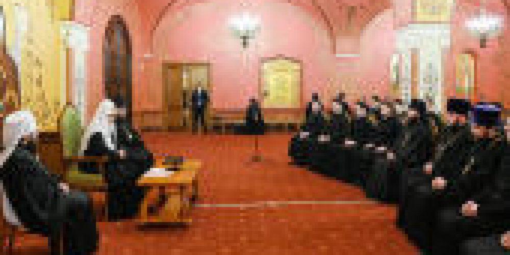 Святейший Патриарх Кирилл встретился с ректором и студентами Киевских духовных школ