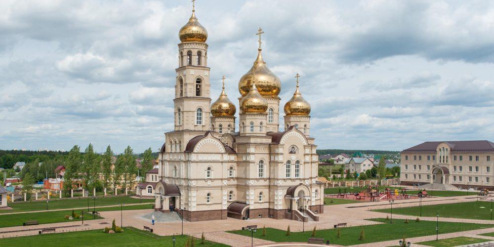 Божественная литургия в храме Сретения Господня Духовного-православного центра п. Вятский Посад