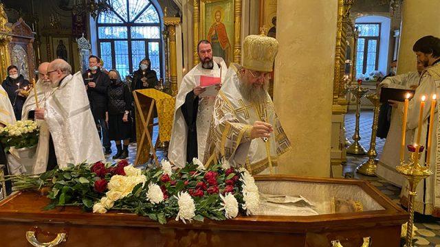 Митрополит Астанайский Александр совершил отпевание диакона Игоря Цыганова