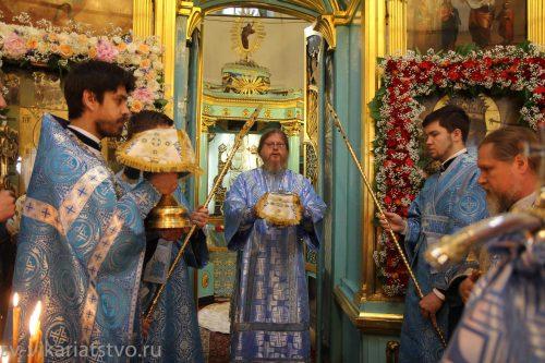 Божественная литургия в Виноградове