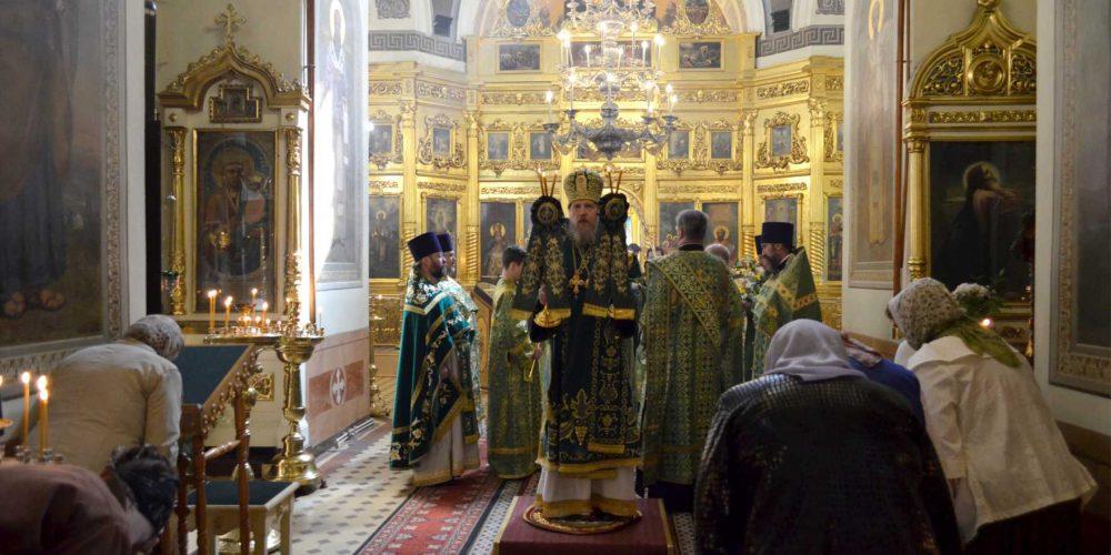 Божественная литургия в храме Живоначальной Троицы на Пятницком кладбище