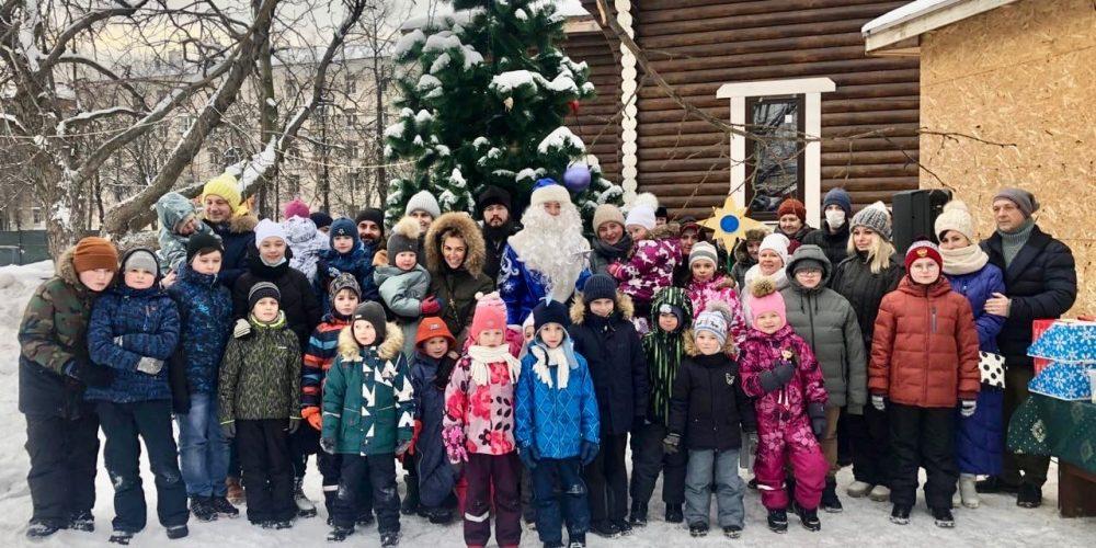На территории храма свт. Макария (Невского), состоялся детский праздник, посвящённый Рождеству Христову