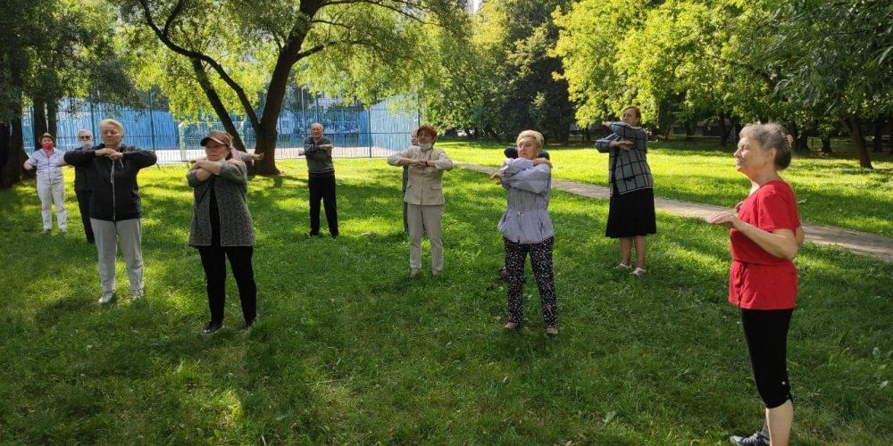 При поддержке Комиссии по вопросам физической культуры и спорта проводятся занятия для пенсионеров