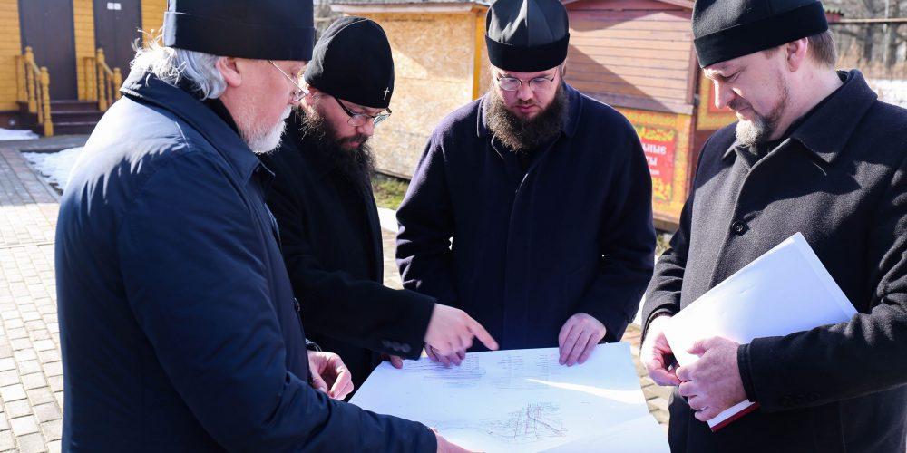 Архиепископ Егорьевский Матфей совершил рабочую поездку в строящийся храм святителя Спиридона Тримифунтского в Лианозове г. Москвы