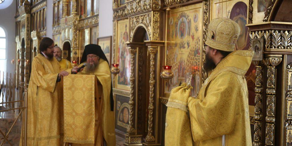 В день престольного праздника Архиепископ Егорьевский Матфей возглавил Божественную литургию в храме Собора Московских Святых в Бибиреве