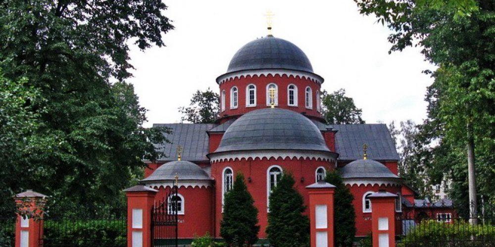 Божественная литургия в храме свв. мчч. Адриана и Наталии в Бабушкине