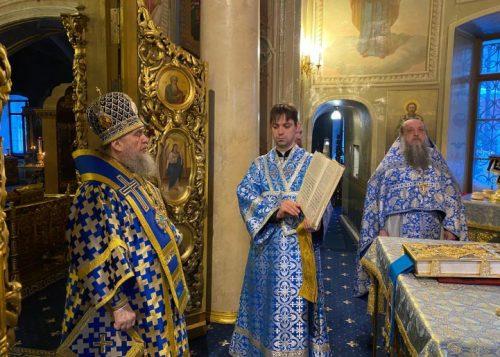 В праздник Сретения Господня митрополит Астанайский Александр совершил Литургию в храме на Миусском кладбище