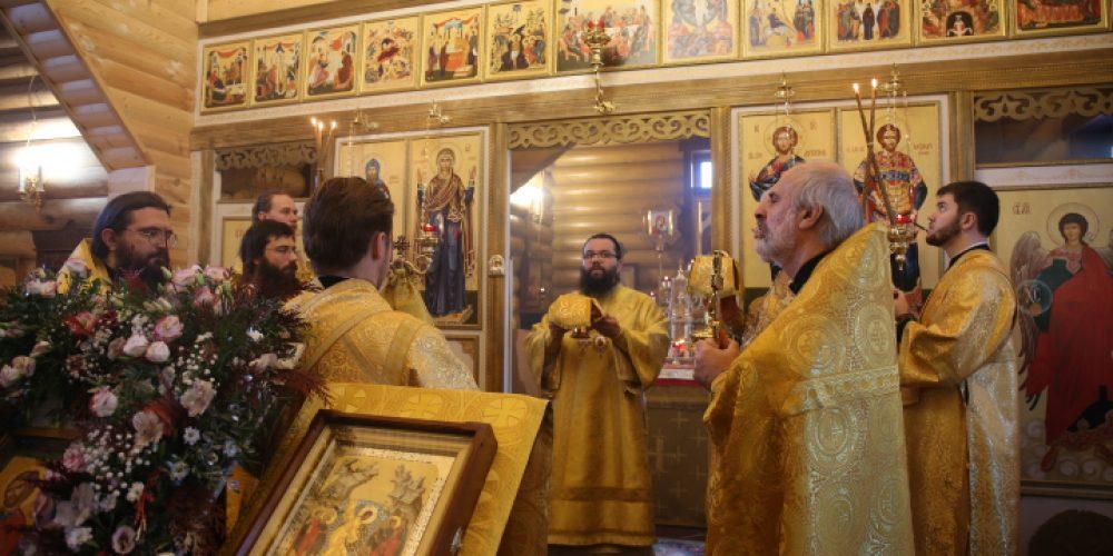 В день престольного праздника Архиепископ Егорьевский Матфей возглавил Божественную литургию в храме-часовне в честь святого благоверного князя Александра Невского
