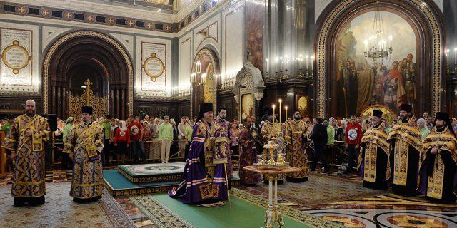 Епископ Тихон сослужил Святейшему Патриарху Кириллу в канун праздника Воздвижения Креста