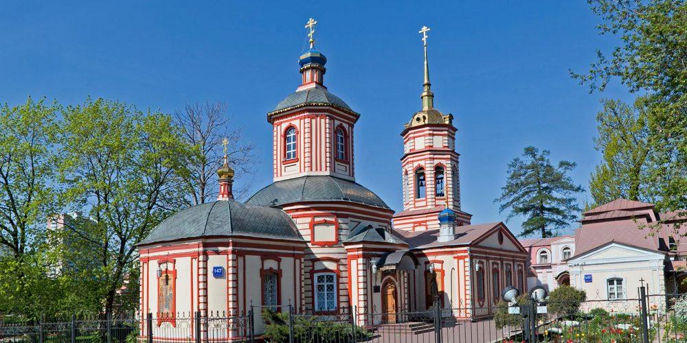 Божественная литургия в храме Крестовоздвижения в Алтуфьеве