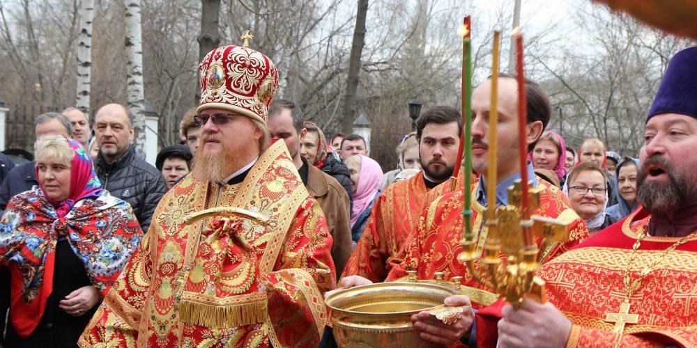 Божественная литургия в храме Положения Ризы Пресвятой Богородицы во Влахерне в Леоново