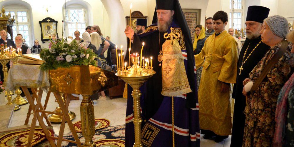 Божественная литургия в день памяти свв. благоверных Петра́ и Февро́нии в Усадьбе Свиблово
