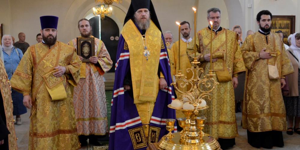 Всенощное бдение в храме преподобного Серафима Саровского в Раеве