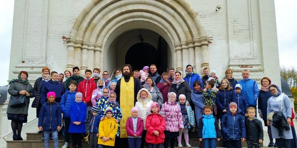 В храме преподобного Серафима Саровского в Раеве начались занятия в детской воскресной школе «Радуйся»