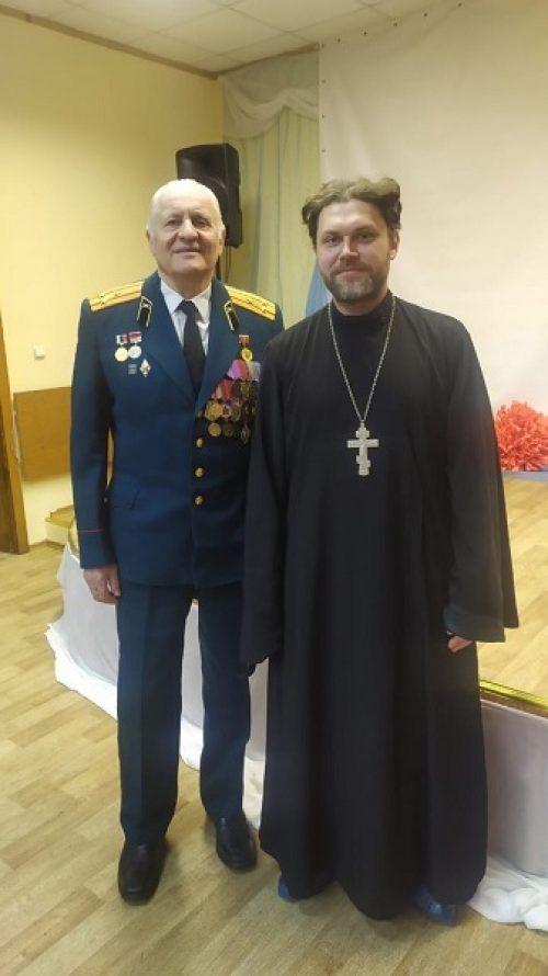 Молодежь храма святых мучеников Адриана и Наталии поздравила ветеранов и участников войн