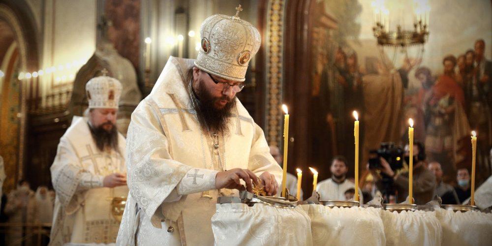В праздник Крещения Господня архиепископ Егорьевский Матфей сослужил митрополиту Воскресенскому Дионисию за Божественной литургией в Храме Христа Спасителя