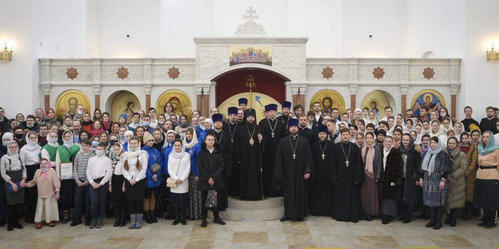 Православная молодежь Северо-Восточного и Юго-Восточного викариатств молилась за архиерейским богослужением в храме на Люберецких полях