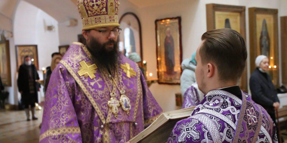 Архиепископ Егорьевский Матфей совершил Литургию Преждеосвященных Даров в храме иконы Божией Матери «Неопалимая Купина» в Отрадном