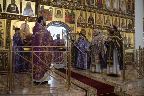 Архиепископ Егорьевский Матфей совершил Божественную литургию в храме Собора Московских Святых в Бибиреве